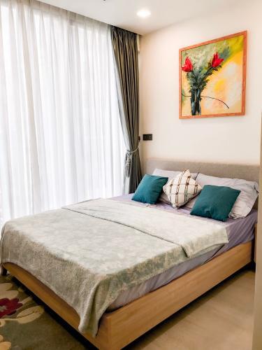 Cho thuê căn hộ Vinhomes Golden River 2PN, diện tích 68m2, đầy đủ nội thất, view Landmark 81