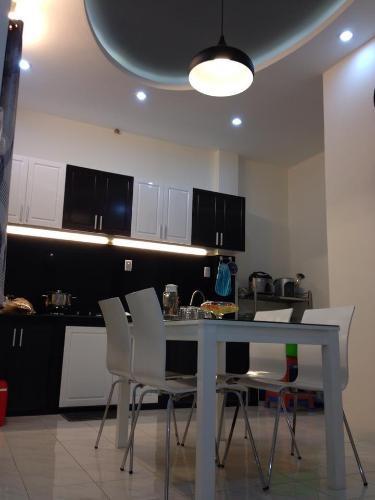 Căn hộ chung cư Phú Lợi 1 tầng thấp, ban công hướng Đông Nam.