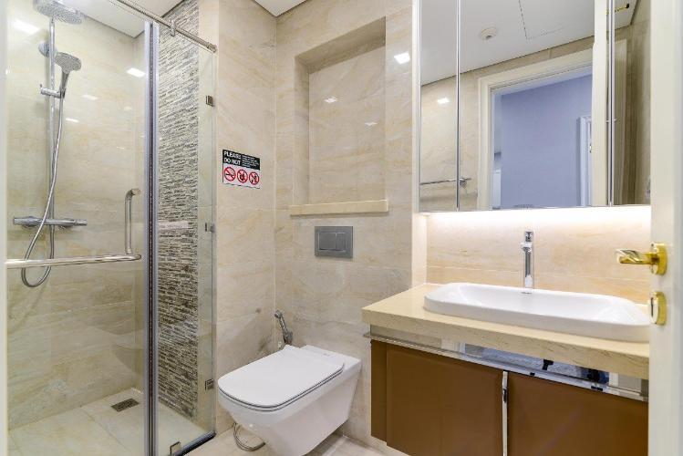 Phòng tắm căn hộ Vinhomes Golden River Căn hộ Vinhomes Golden River tầng thấp đầy đủ nội thất tiện nghi.