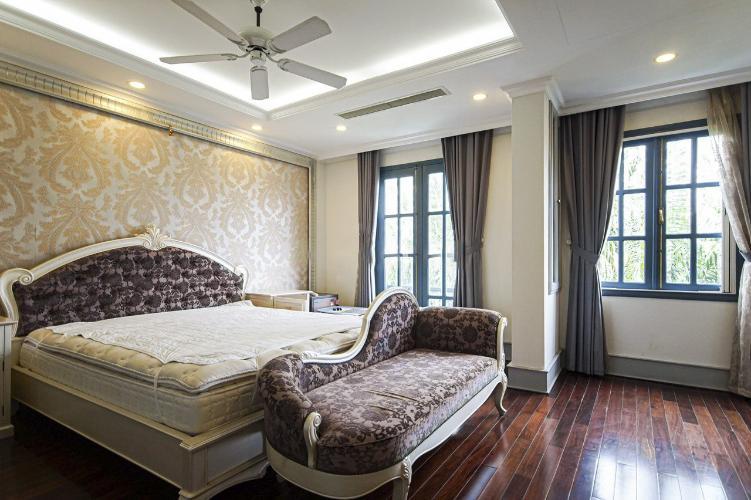 Phòng ngủ biệt thự Phú Mỹ, Quận 7 Biệt thự thiết kế phong cách Tân cổ điển, đầy đủ nội thất sang trọng.
