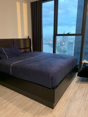 Bán căn hộ Vinhomes Golden River 2PN, đầy đủ nội thất, view sông thông thoáng