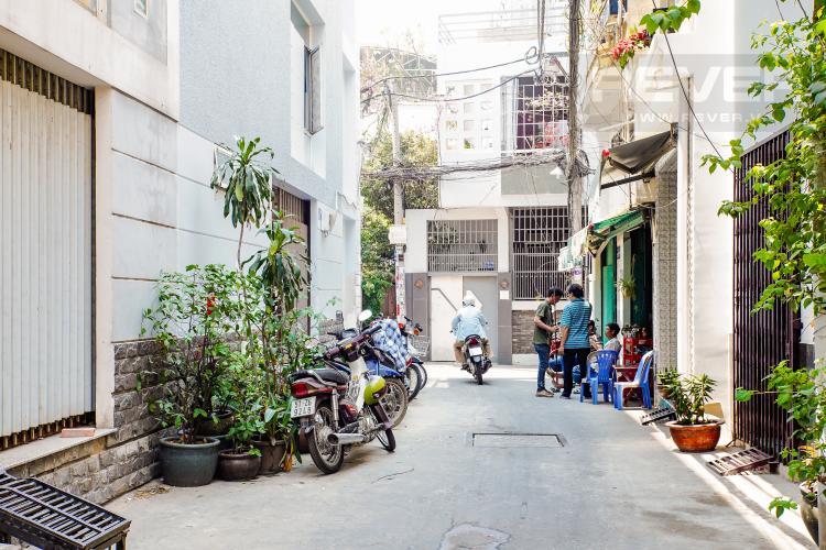 Lối Đi 2 Bán nhà phố đường Huỳnh Văn Bánh 43.8m2, 3 lầu 5PN 4WC, view khu dân cư