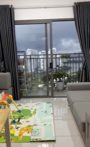 Phòng khách căn hộ The Sun Avenue Căn hộ The Sun Avenue tầng cao, đón view nội khu.