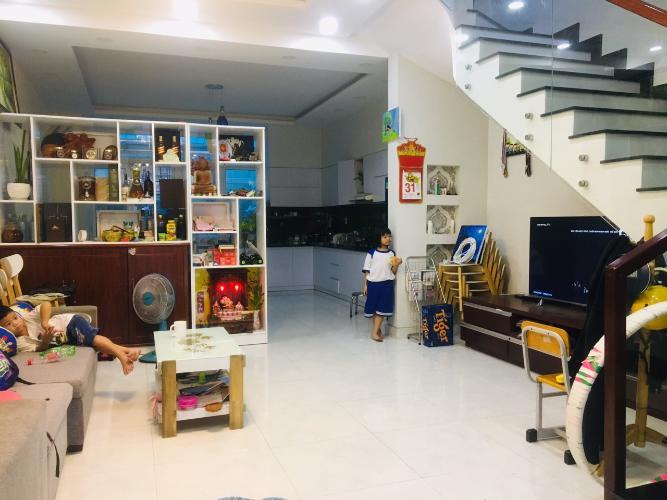 Phòng khách nhà phố Quận 9 Bán nhà đường D3, khu dân cư Mega Ruby Khang Điền, sổ hồng, hướng cửa Đông Nam