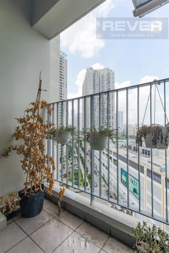 Balcony Bán căn hộ Masteri Thảo Điền 2PN, đầy đủ nội thất, hướng Đông Nam mát mẻ