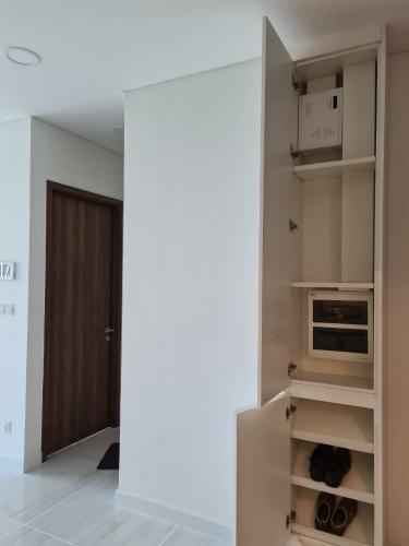 Tủ nội thất căn hộ 1PN Kingdom 101 Cho thuê căn hộ Kingdom 101,  tầng cao, diện tích 49.58m2, 1PN, ban công hướng Đông Nam