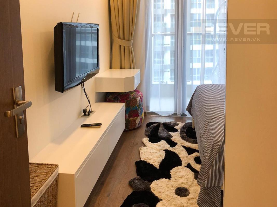 Phòng ngủ Bán hoặc cho thuê căn hộ Vinhomes Central Park 1PN, tầng cao, diện tích 51m2, đầy đủ nội thất