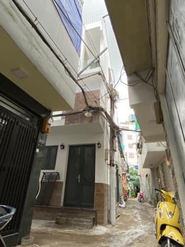 Bán nhà hẻm đường Nguyễn Hữu Cảnh, diện tích 3x6.3m, sân thượng view Landmark 81, giao nhà ngay.