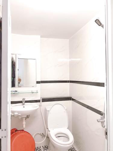Phòng tắm nhà phố Nhà phố trung tâm Tân Phú hướng Nam, hẻm xe ba gác.