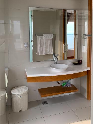 Phòng Tắm căn hộ Diamond Island - Đảo Kim Cương Cho thuê căn hộ Diamond Island - Đảo Kim Cương 2PN, tháp Brilliant, đầy đủ nội thất, view sông thoáng mát