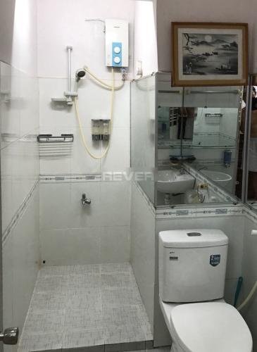 Phòng tắm căn hộ chung cư Ngô Tất Tố, Bình Thạnh Căn hộ chung cư Ngô Tất Tố bàn giao đầy đủ nội thất, 2 phòng ngủ.