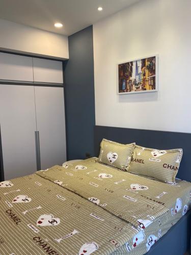 Phòng ngủ căn hộ Saigon Royal Căn hộ Saigon Royal nội thất đầy đủ tiện nghi, view nội khu.