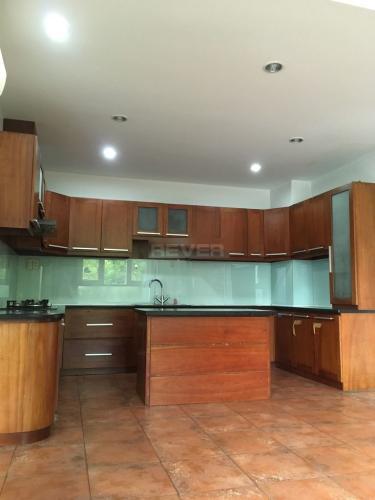 Phòng bếp nhà phố Nhà phố hướng Đông 2 mặt hẻm xe hơi, diện tích sử dụng 376m2.
