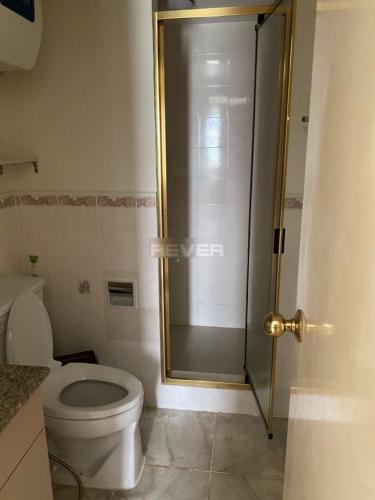 Phòng tắm Parkland Apartment, Quận 2 Căn hộ Parkland Apartment đón view nội khu hồ bơi yên tĩnh.