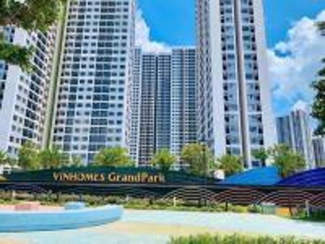 toà nhà căn hộ vinhomes grand park Căn hộ Vinhomes Grand Park thiết kế hiện đại, ban công view thành phố.