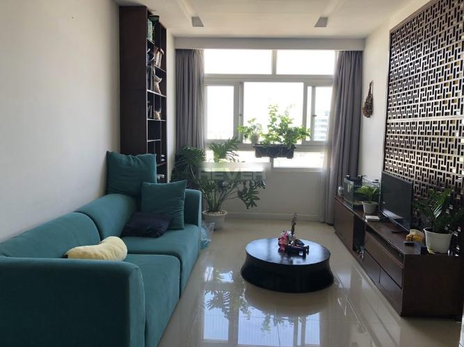 Căn hộ chung cư Phú Đạt hướng Đông Bắc đầy đủ nội thất tiện nghi.