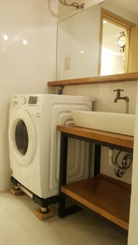 Loggia căn hộ HOMYLAND 2 Cho thuê căn hộ 2 phòng ngủ Homyland 2, tầng 12, diện tích 69m2, đầy đủ nội thất