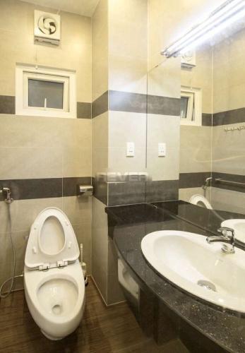 Nhà vệ sinh chung cư Lý Văn Phức Quận 1  Căn hộ chung cư Lý Văn Phức nội thất đầy đủ, trung tâm thành phố.