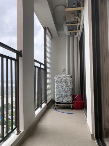 Ban công hướng view căn hộ The Sun Avenue Căn hộ The Sun Avenue tầng cao, view thành phố sầm uất.