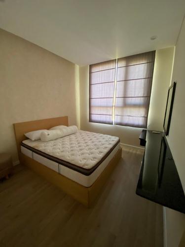 Phòng ngủ Sarimi Sala Đại Quang Minh, Quận 2 Căn hộ Sarimi Sala Đại Quang Minh tầng trung, view nội khu sông.