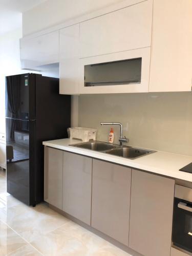 Bếp căn hộ Vinhomes Golden River Bán hoặc cho thuê officetel Vinhomes Golden River 1PN, đầy đủ nội thất, view kênh Thị Nghè