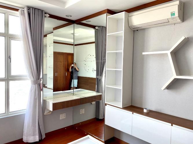 Phòng ngủ căn hộ Hoàng Anh Thanh Bình Căn hộ Hoàng Anh Thanh Bình tầng cao, view ngắm trọn thành phố.