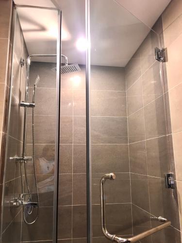 Phòng tắm One Verandah Quận 2 Căn hộ One Verandah tầng trung, view thành phố mát mẻ.