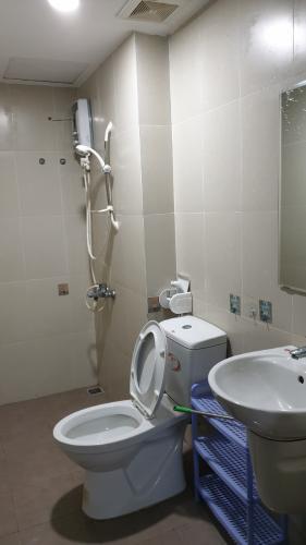 Toilet căn hộ SKY9 Cho thuê căn hộ Sky9, diện tích 63m2, 2 phòng ngủ, chưa có nội thất