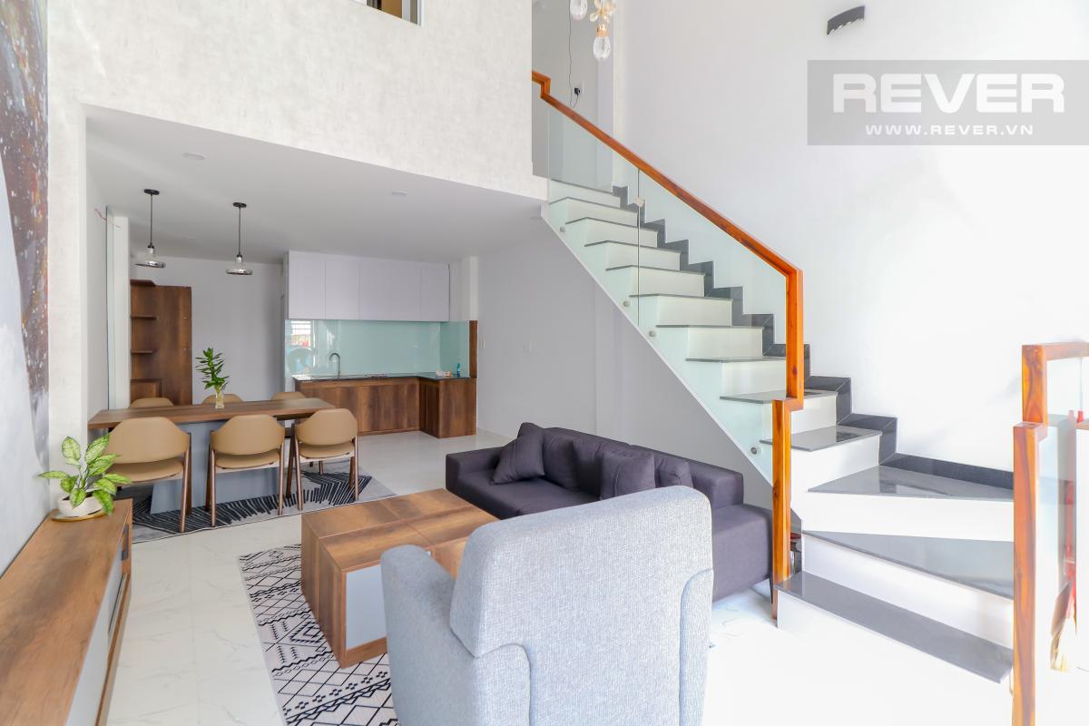 Phòng khách, phòng ăn và bếp tầng trệt Bán nhà phố Quận 7, diện tích đất 51m2, đầy đủ nội thất, sổ hồng chính chủ, cách Vòng xoay Tân Thuận 300m