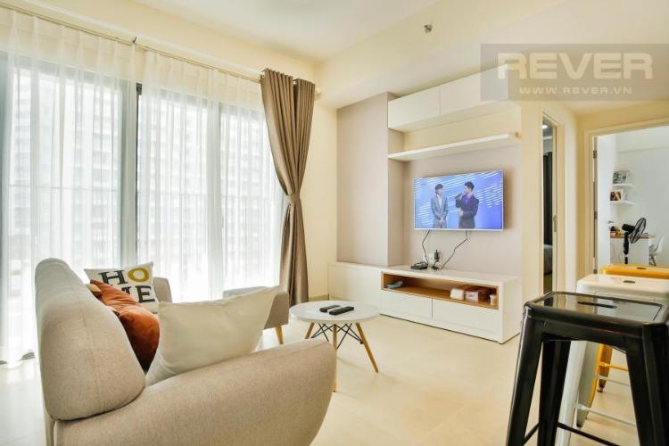 Phòng khách gần ban công hướng Tây Nam Căn hộ T4B Masteri Thảo Điền trung tầng hướng Tây