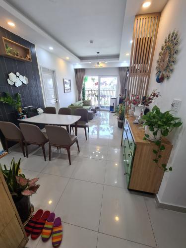 Căn hộ 9 View Apartment đầy đủ tiện nghi, view thành phố thoáng mát.