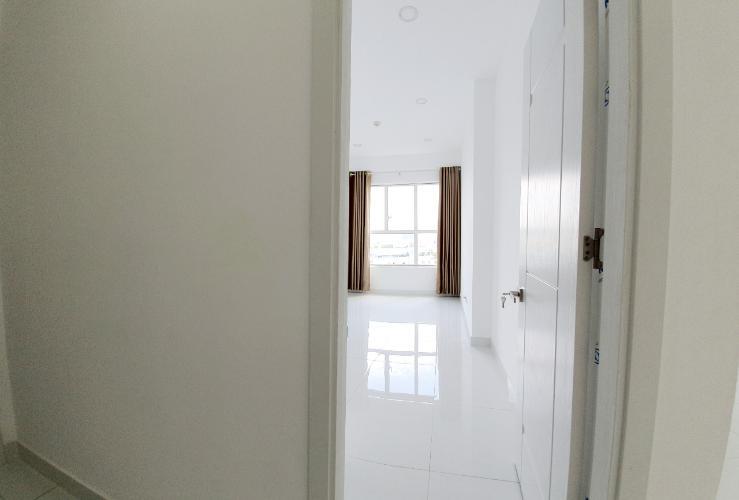 Căn hộ La Astoria tầng 17 view thoáng mát, nội thất cơ bản.