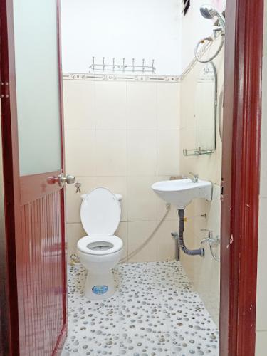 Phòng tắm nhà phố Gò Vấp Nhà phố Gò Vấp nội thất cơ bản, khu dân cư an ninh yên tĩnh.