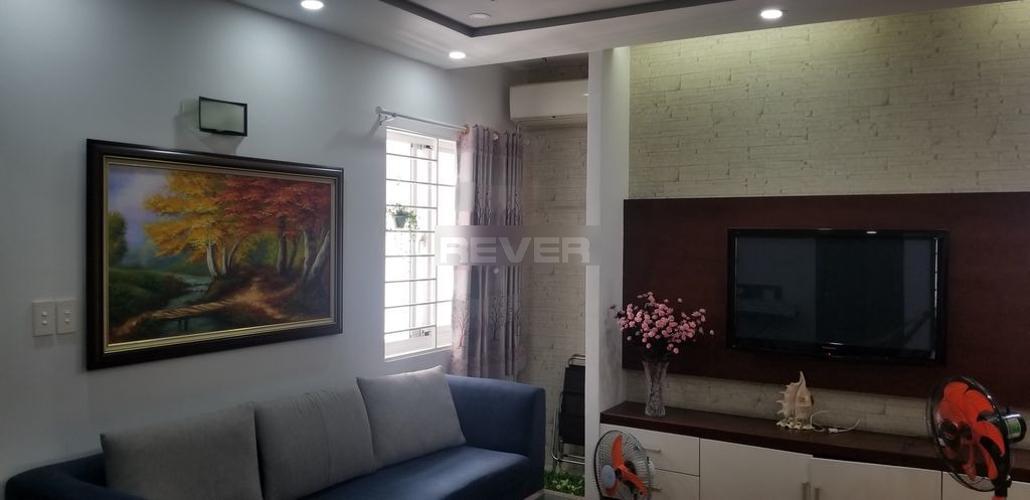 Căn hộ Phú Thạnh Apartment tầng trung, ban công hướng Đông.