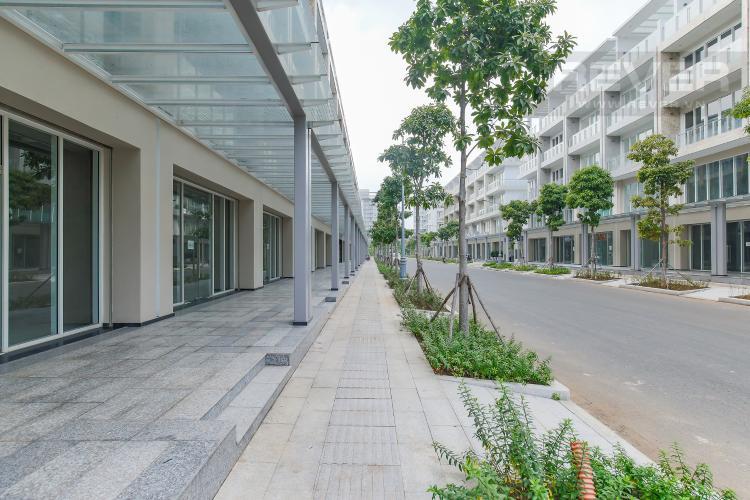Vỉa hè mặt trước Cho thuê căn hộ shophouse Sarimi Sala Đại Quang Minh, diện tích 456m2, bàn giao hoàn thiện bên ngoài
