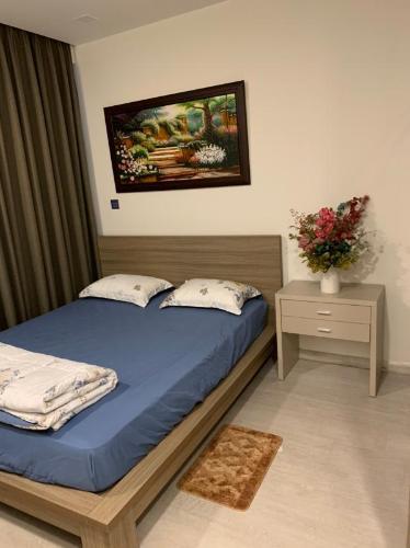 Bán hoặc cho thuê officetel Vinhomes Golden River 2PN, đầy đủ nội thất, view kênh Thị Nghè và thành phố