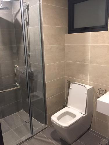 Phòng tắm căn hộ One Verandah, Quận 2 Căn hộ One Verandah bàn giao đầy đủ nội thất, hướng Tây Nam.