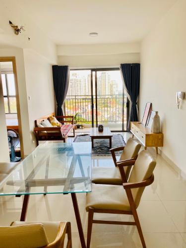 Phòng khách căn hộ The Sun Avenue Bán căn hộ The Sun Avenue nội thất cao cấp, view thành phố.