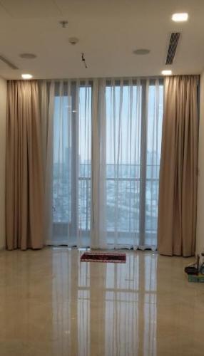 Cho thuê căn hộ Vinhomes Golden River 1PN, tầng trung, nội thất cơ bản, view sông và thành phố