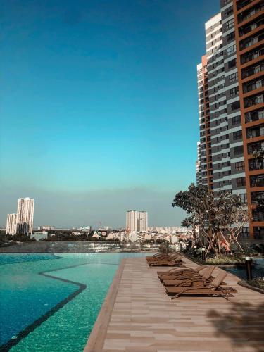 Hồ bơi trong khu căn hộ The Sun Avenue Căn hộ The Sun Avenue view Landmark 81, đầy đủ tiện nghi.