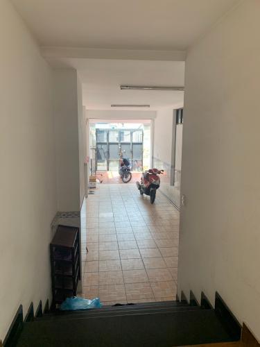 Bên trong nhà phố quận 9 Bán nhà phố đường hẻm Lê Văn Việt phường Tăng Nhơn Phú B, quận 9, diện tích đất 190.2m2, nội thất cơ bản.