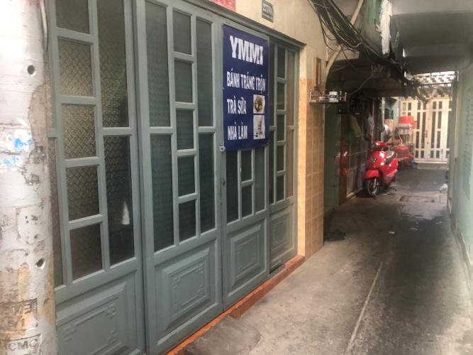 Bán nhà hẻm Bến Vân Đồn, diện tích 6.65x8m, không có nội thất.