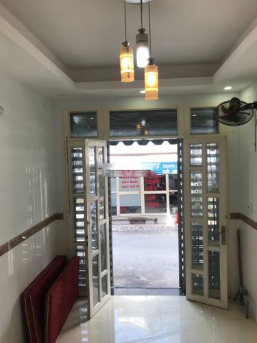 Phòng khách nhà phố Đoàn Văn Bơ, Quận 4 Nhà phố mặt tiền kinh doanh sầm uất, hướng Đông Bắc.