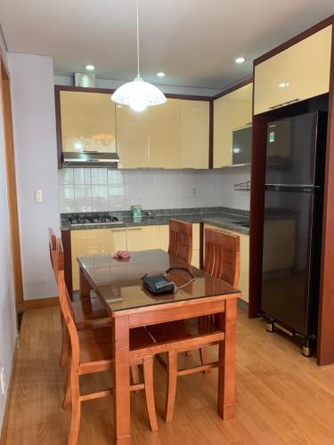 Phòng bếp căn hộ The Manor Căn hộ The Manor nội thất cơ bản, ban công hướng Tây Nam.