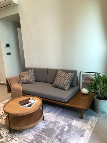 Phòng khách căn hộ Feliz en Vista Căn hộ Feliz En Vista tầng trung nội thất cơ bản
