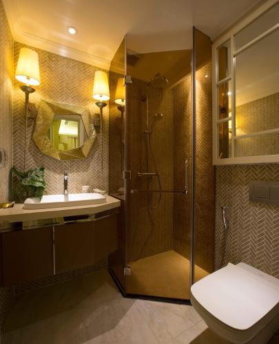 Toilet căn hộ Vinhomes Golden River Căn hộ Vinhomes Golden River tháp The Aqua 3, đầy đủ nội thất cao cấp