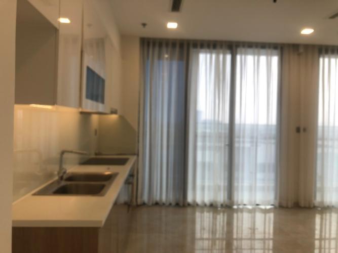 Bán căn hộ Vinhomes Golden River, tầng thấp view đẹp, 3 phòng ngủ, diện tích 128m2, nội thất cơ bản.