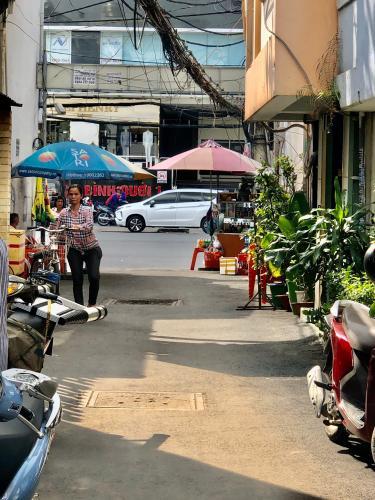 Bán nhà sát mặt tiền đường Xô Viết Nghệ Tĩnh, P.25, Q. Bình Thạnh, dễ dàng kinh doanh, buôn bán.