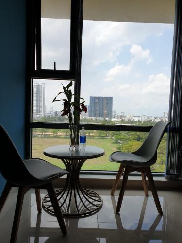 Phòng khách Golden King Quận 7 Căn hộ Office-tel Golden King hướng Đông Nam, view thành phố.
