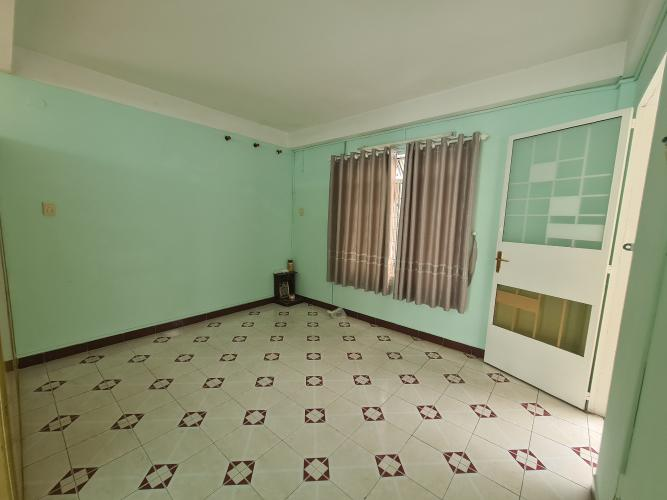 Phòng khách căn hộ chung cư B4, Quận 4 Căn hộ chung cư B4 ban công hướng Đông Nam, view nội khu yên tĩnh.